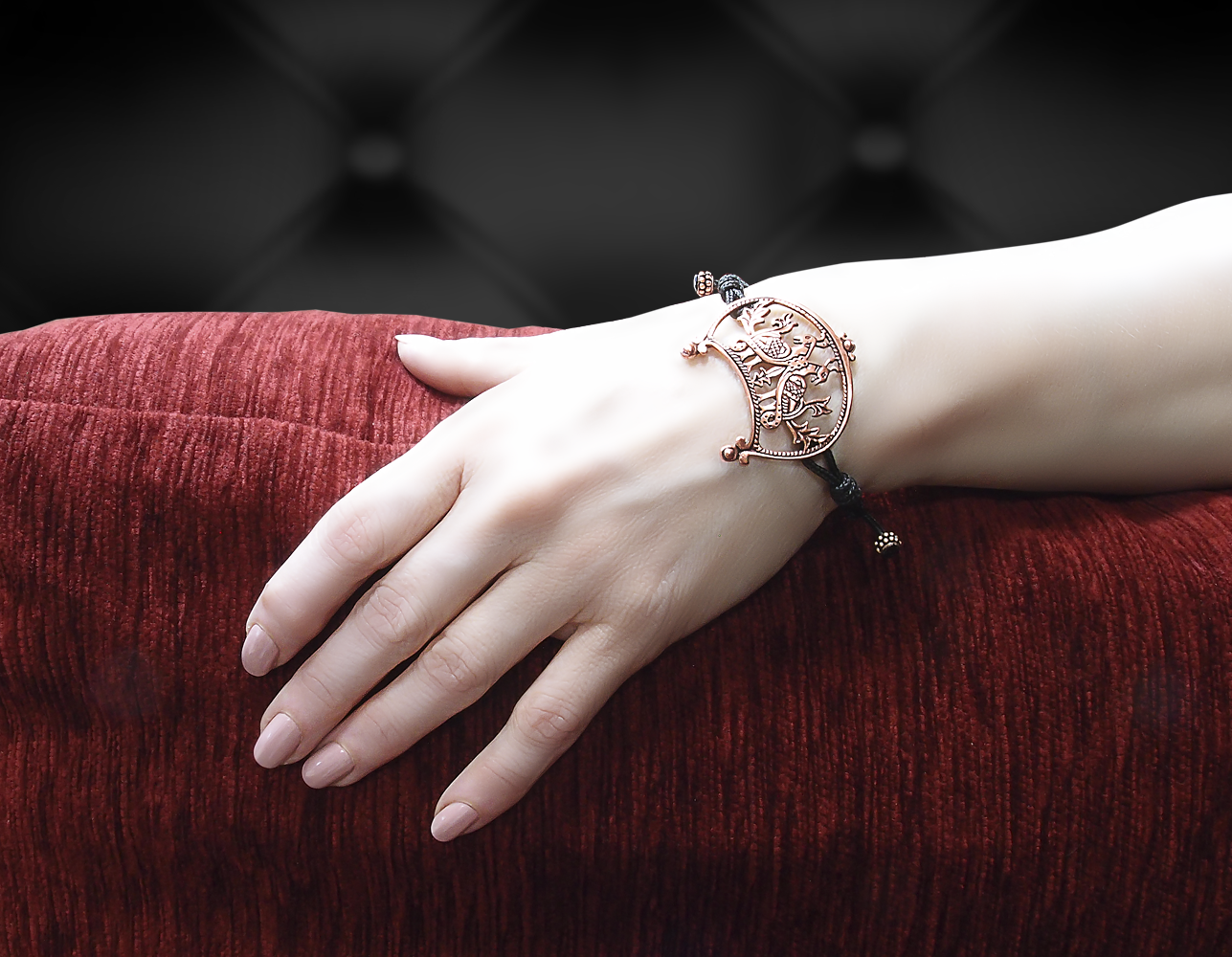 """Bracelet-lace """"Wide-horned moon with a pair of birds"""""""