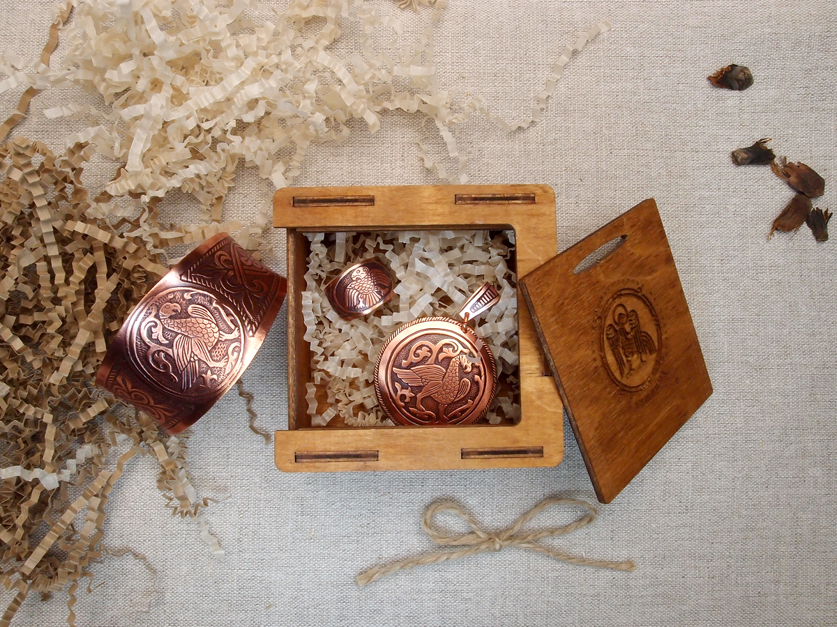 """A set of jewelry """"Suzdal bird"""" in a gift box."""